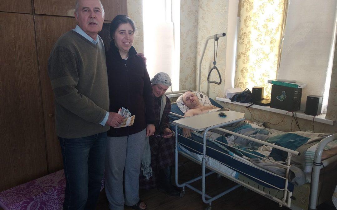 25 марта Фонд и Красный Крест передали помощь для инвалида Ильи Киселева